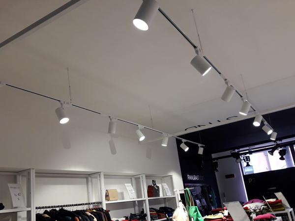 Illuminazione negozi publy time for Illuminazione negozi